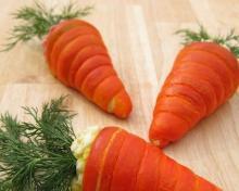 Салат в морковках из слоеного теста